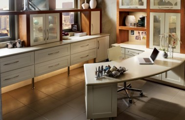 kraftmaid-maple-cabinetry-and-desk-is-finished-in-canvas